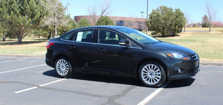 2012 Ford Focus Titanium Sedan 21