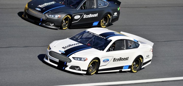 Ford Fusion NASCAR - Black vs White