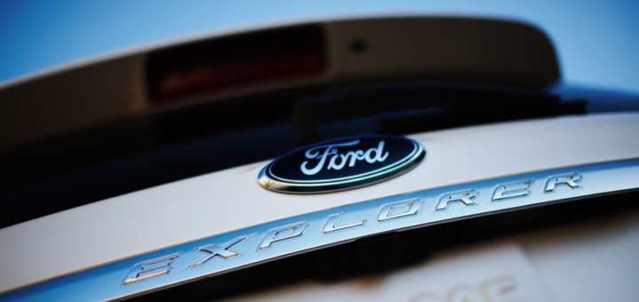 Ford logo on Ford Exporer - rear