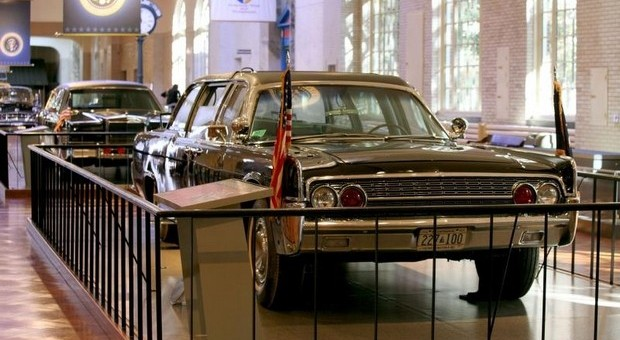 jfk death car on display at henry ford museum in dearborn. Black Bedroom Furniture Sets. Home Design Ideas