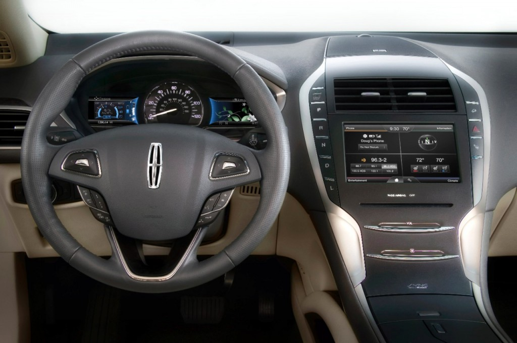 2013 Lincoln MKZ Hybrid steering wheel