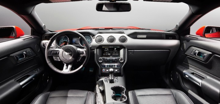 The symmetrical interior with the dual brow theme