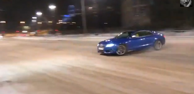 Audi S5 quattro drift crashes into light pole