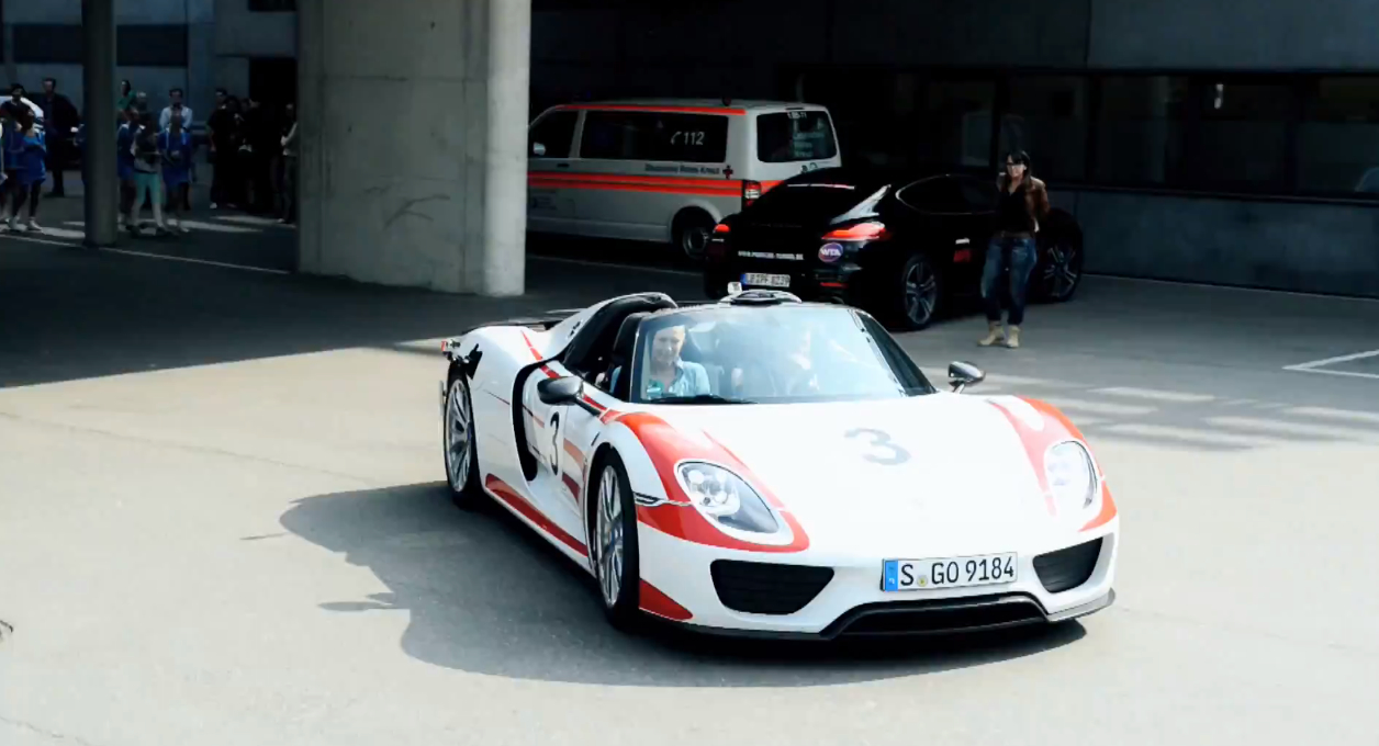mark webber drives maria sharapova in a porsche 918. Black Bedroom Furniture Sets. Home Design Ideas