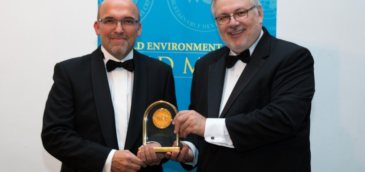 Christian Klingler, member of Volkswagen AG's Board of Management, left, received the Gold Medal Award for Sustainable Development by Dr. Terry F. Yosie, President and CEO of the World Environment Center in Washington D.C. (right)