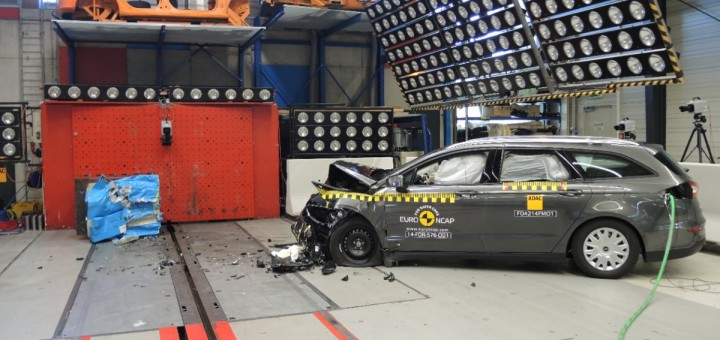 2015 Ford Mondeo Euro NCAP crash test 02