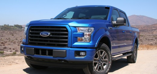 2015 Ford F-150 XLT 4x4 Front 3:4 Angle