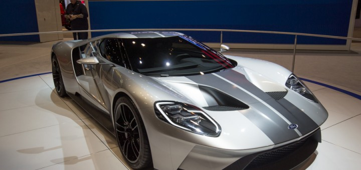 2016 Ford GT in Silver - 2015 Chicago Auto Show 01