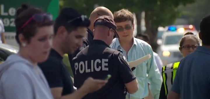 Would-be carjacking victim Mark Koss talks with police. Image: KING 5